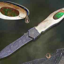 Ammonite dagger with invisible screw construction