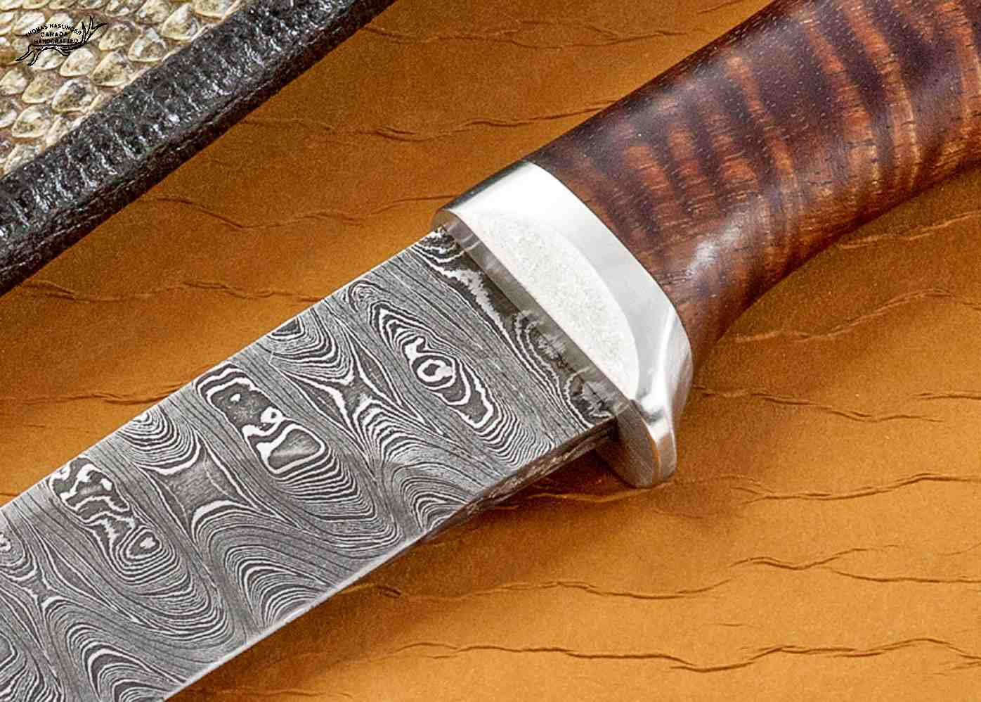 Ladder Damascus Hunter with Curly Koa Handle close up